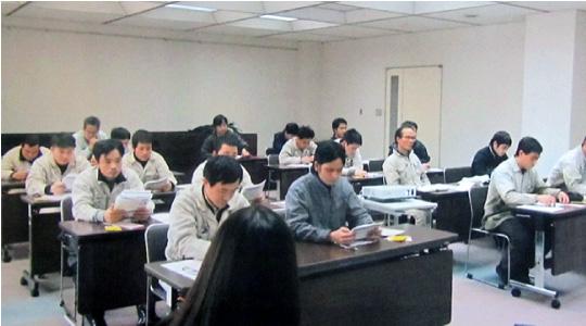 外国人教育(中国語、ベトナム語、ポルトガル語の3カ国教材を使用)